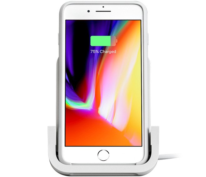 iPhone 8 на подставке Powered Wireless Charging Stand